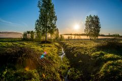 Λαμπρή αυγή πρωινού της Misty στοκ εικόνα με δικαίωμα ελεύθερης χρήσης
