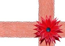 Λαμπρή κόκκινη κορδέλλα στην άσπρη ανασκόπηση Στοκ εικόνα με δικαίωμα ελεύθερης χρήσης