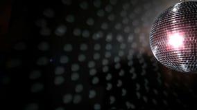Λαμπρή περιστροφή σφαιρών disco απόθεμα βίντεο