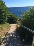 Λαμπρή σκάλα μετάλλων στη θάλασσα Κροατία Άποψη της θάλασσας Στοκ Φωτογραφία