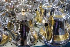 Λαμπροί χρυσός και ασήμι λοβών καφέ ύφους δοχείων τσαγιού αραβικοί Στοκ Φωτογραφία