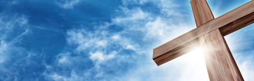 Λαμπρός ξύλινος σταυρός Στοκ φωτογραφίες με δικαίωμα ελεύθερης χρήσης