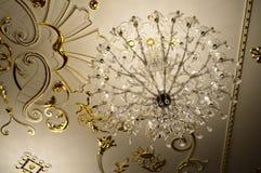 Λαμπρός παλαιός εκλεκτής ποιότητας παλαιός όμορφος κλασσικός ακριβός πολυέλαιος γυαλιού κρυστάλλου πολυτέλειας παλατιών όμορφος στοκ εικόνες