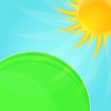 Λαμπρός στιλπνός ήλιος και πράσινη ανασκόπηση λιβαδιών διανυσματική απεικόνιση
