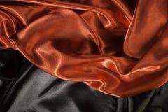 Λαμπρό μαύρο και κόκκινο ύφασμα σατέν Στοκ φωτογραφία με δικαίωμα ελεύθερης χρήσης