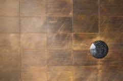 Λαμπρό μεταλλικό πιάτο ορείχαλκου με το γρανίτη Στοκ εικόνα με δικαίωμα ελεύθερης χρήσης