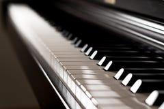 Λαμπρό πληκτρολόγιο πιάνων με την ελαφριά αντανάκλαση Στοκ εικόνες με δικαίωμα ελεύθερης χρήσης