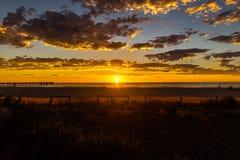 Λαμπρό seascape ηλιοβασιλέματος στην παραλία Glenelg, Αδελαΐδα, Αυστραλία στοκ εικόνες