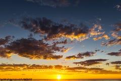 Λαμπρό seascape ηλιοβασιλέματος στην παραλία Glenelg, Αδελαΐδα, Αυστραλία στοκ φωτογραφία
