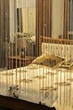 Λαμπτήρας ανάγνωσης από το κρεβάτι στην κρεβατοκάμαρα Στοκ φωτογραφίες με δικαίωμα ελεύθερης χρήσης