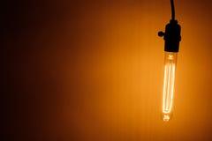 Λαμπτήρας βολβών με το θερμό φως Στοκ φωτογραφία με δικαίωμα ελεύθερης χρήσης