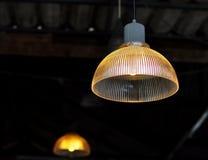 Λαμπτήρας γυαλιού στη καφετερία στοκ φωτογραφία με δικαίωμα ελεύθερης χρήσης