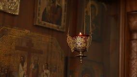 Λαμπτήρας εικονιδίων από τον ορείχαλκο στη Ορθόδοξη Εκκλησία, θρησκευτική έννοια φιλμ μικρού μήκους