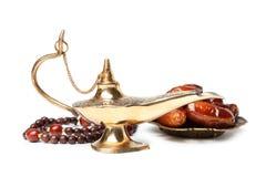 Λαμπτήρας, ημερομηνίες και χάντρες Aladdin μαγικός στοκ εικόνες με δικαίωμα ελεύθερης χρήσης