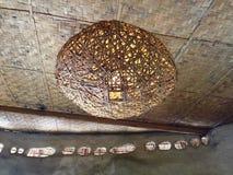 Λαμπτήρας ινδικού καλάμου στο ψάθινο ανώτατο όριο Στοκ Εικόνες