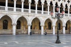Λαμπτήρας και αψίδες, Doge παλάτι Στοκ φωτογραφίες με δικαίωμα ελεύθερης χρήσης