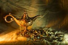 Λαμπτήρας και θησαυρός Aladdin Στοκ Εικόνες