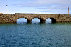 Λαμπτήρας οδών γεφυρών του Ατλαντικού Ωκεανού Lanzarote Στοκ φωτογραφίες με δικαίωμα ελεύθερης χρήσης