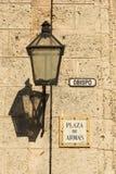 Λαμπτήρας σε έναν τοίχο παλαιά Αβάνα Στοκ εικόνα με δικαίωμα ελεύθερης χρήσης