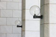 Λαμπτήρας τοίχων με το άσπρο μάρμαρο Στοκ Εικόνες