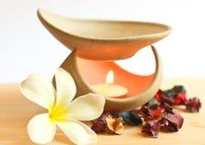 Λαμπτήρας Aromatherapy με το λουλούδι Στοκ Εικόνα