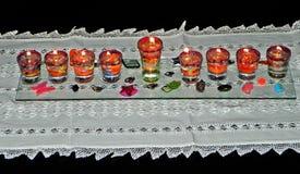 Λαμπτήρας & x28 Hanukkah hanukia& x29  με τα αναμμένα κεριά Στοκ Φωτογραφίες
