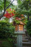 Λαμπτήρας Jojakko-jojakko-ji στο ναό, Κιότο, Ιαπωνία Στοκ φωτογραφία με δικαίωμα ελεύθερης χρήσης
