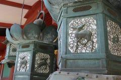 Λαμπτήρες σε έναν ναό στο Νάρα, Ιαπωνία Στοκ Φωτογραφίες