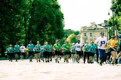 Λαοί που τρέχουν στο oldtown για τον αθλητισμό στοκ εικόνα με δικαίωμα ελεύθερης χρήσης