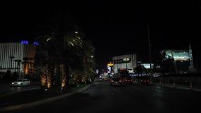 Λας Βέγκας, 07.2017 ΗΠΑ-Νοεμβρίου: Κυκλοφορία στη χαρτοπαικτική λέσχη λουρίδων λεωφόρων τη νύχτα απόθεμα βίντεο