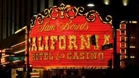 Λας Βέγκας, 07.2017 ΗΠΑ-Νοεμβρίου: Φωτεινό σημάδι νέου της χαρτοπαικτικής λέσχης ξενοδοχείων Καλιφόρνιας φιλμ μικρού μήκους