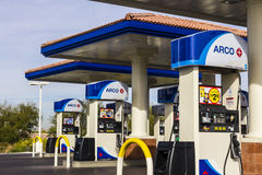 Λας Βέγκας - το Δεκέμβριο του 2016 Circa: ARCO λιανικό βενζινάδικο ARCO είναι μέρος της εταιρίας Ι Tesoro Στοκ Εικόνα