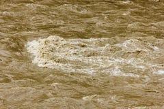 Λασπώδες νερό και ισχυρό ρεύμα Στοκ Εικόνα