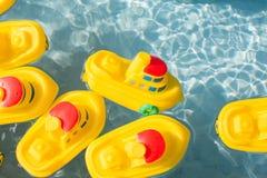 Λαστιχένια βάρκα παιχνιδιών Στοκ Φωτογραφίες