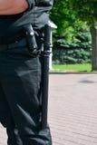Λαστιχένιο ρόπαλο στη ζώνη του αστυνομικού Στοκ εικόνες με δικαίωμα ελεύθερης χρήσης
