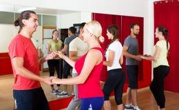 Λατίνος χορός χορού ζευγών στοκ φωτογραφία με δικαίωμα ελεύθερης χρήσης