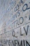 Λατινική επιγραφή στον τοίχο στη Ρώμη, Ιταλία Στοκ φωτογραφίες με δικαίωμα ελεύθερης χρήσης