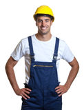 Λατινικός εργάτης οικοδομών έτοιμος για την εργασία Στοκ Φωτογραφία