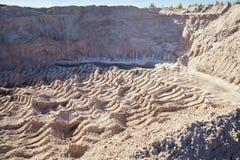 Λατομείο άμμου, αμμόλοφοι άμμου Καθαρή άμμος λιμνών στοκ φωτογραφία με δικαίωμα ελεύθερης χρήσης