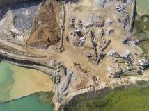 Λατομείο μεταλλείας με τον ειδικό εξοπλισμό, ανασκαφή ανοικτών κοιλωμάτων Άμμος στοκ εικόνες με δικαίωμα ελεύθερης χρήσης