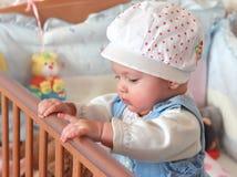 λατρευτή στάση κοριτσιών σπορείων μωρών Στοκ Φωτογραφία