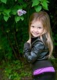 λατρευτό κορίτσι λίγο χαμόγελο Στοκ Εικόνα