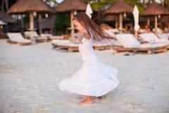 Λατρευτό μικρό κορίτσι στον όμορφο χορό ενδυμάτων Στοκ φωτογραφίες με δικαίωμα ελεύθερης χρήσης