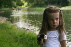 Λατρευτό μικρό κορίτσι υπαίθριο Στοκ εικόνες με δικαίωμα ελεύθερης χρήσης
