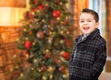 Λατρευτό μικτό καυκάσιο και ισπανικό αγόρι φυλών μπροστά από το Chris Στοκ Εικόνες