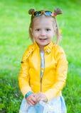 λατρευτό σακάκι κοριτσιών κίτρινο Στοκ Εικόνες