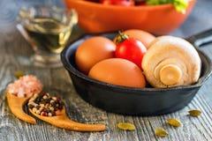 Λαχανικά, αυγά και μανιτάρια τρόφιμα αγροτικά Στοκ φωτογραφία με δικαίωμα ελεύθερης χρήσης