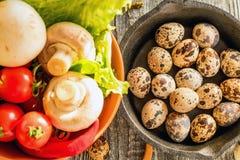 Λαχανικά, αυγά και μανιτάρια τρόφιμα αγροτικά Στοκ εικόνα με δικαίωμα ελεύθερης χρήσης