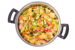 Λαχανικά για το μαγείρεμα ενός ratatouille στο saucepot Στοκ Εικόνες