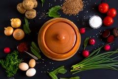 Λαχανικά για το μαγείρεμα σε ένα σκοτεινό υπόβαθρο Στοκ Φωτογραφία